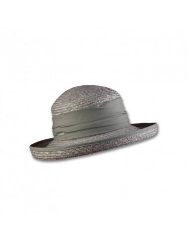 Sombrero de verano de paja trenzada.